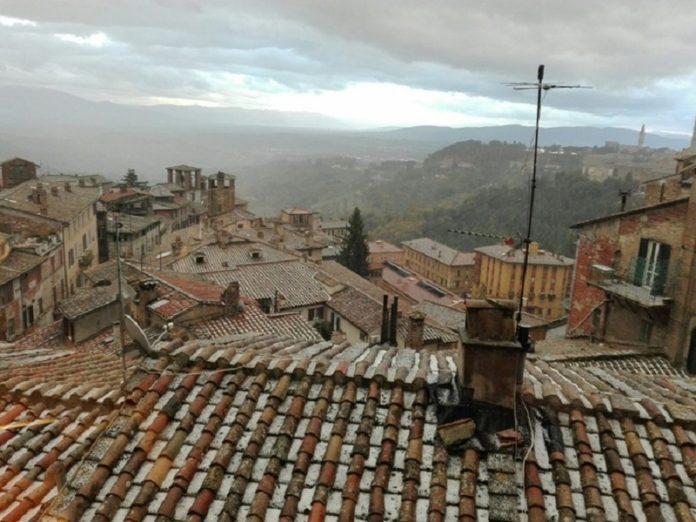 Breve ma intensa grandinata sul centro di Perugia