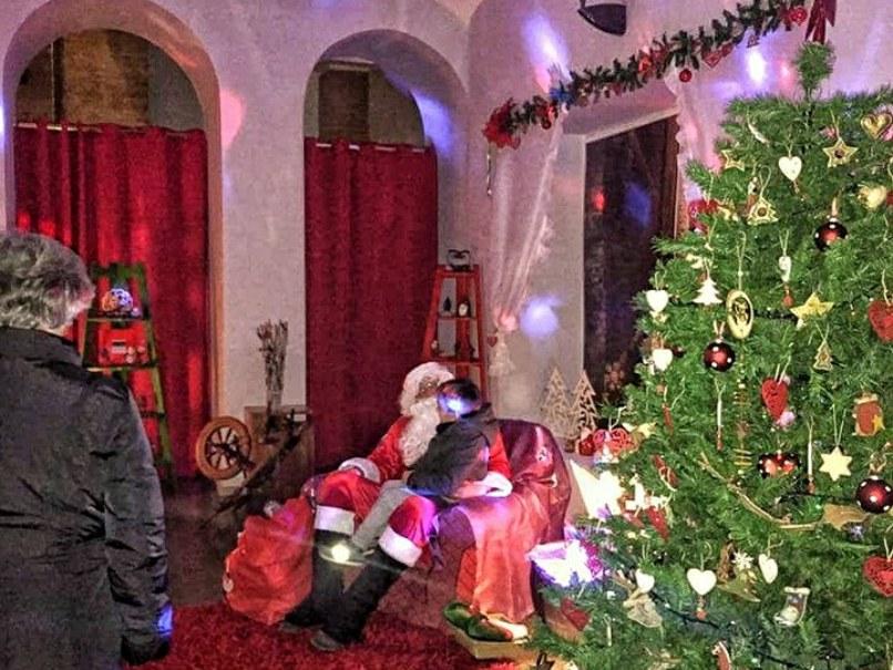 Visitare La Casa Di Babbo Natale.Grande Successo Per La Casa Di Babbo Natale Di Foligno La