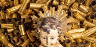 Ad Assisi il Bambinello riposa tra i bozzoli di proiettile